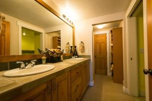 Three-Bedroom Apartment - Townpointe B202