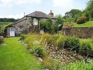 Lilly Pond Cottage in Harberton, Devon, England