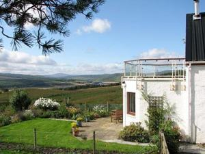 River View Cottage in Rosehall, Highland, Scotland