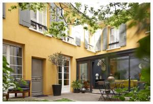 Bed and Breakfast Yellow House in Paris, Parigi