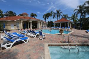 Three-Bedroom Townhome with Community Pool - Emerald Island Resort