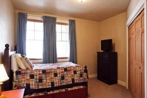 Three-Bedroom Apartment - Townpointe C203