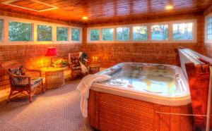 Queen Room with Hot Tub