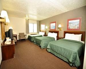 Superior Double Room with Three Double Beds- Smoking