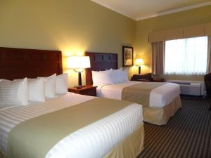 Queen Room with Two Queen Beds and Roll-In Shower- Mobility Access/Non-Smoking
