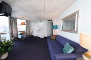 Deluxe Suite with Sea View - E2