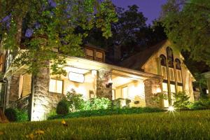 Photo of Stonehurst Place Bed & Breakfast
