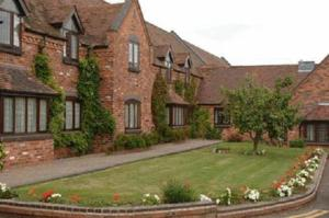The Pear Tree Inn & Country Hotel in Worcester, Worcestershire, England