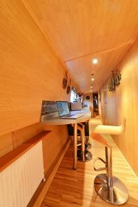 The Four Sisters Boatel - Houseboat - 11 of 21