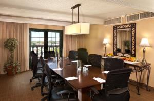 King Suite with Meeting Room