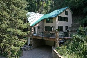 Wild Wood By Stewart Mountain Lodging