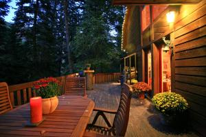 Photo of Creekside Cabin By Stewart Mountain Lodging