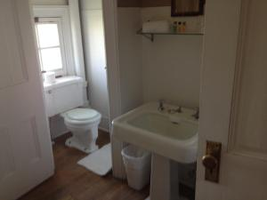 Double Room with Shared Shower and Bath