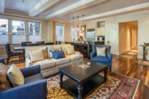 Three-Bedroom Apartment - Element 52 West 102