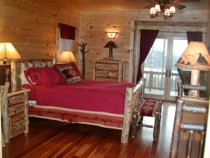 Deluxe Queen Room with Lake View, with Mountain View, Fireplace, Balcony