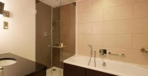 Apartament typu Regency Executive Suite z dostępem do salonu klubowego