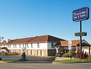 Photo of Travelodge Inn & Suites   Muscatine