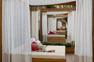 Marvelous Deluxe Room with Private Cabana