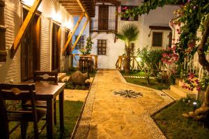 Courtyard, Hotels  Kalkan - big - 40