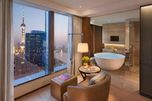 Mandarin River View Room King