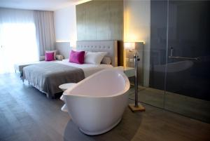 Deluxe Suite Platinum with Pool Access