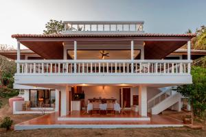 Baan Khunying - Secluded Beachfront Villa