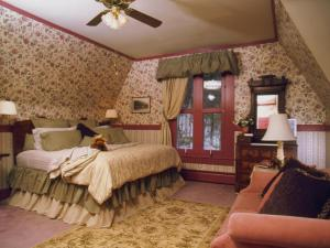 Deluxe King Room with Bath - Crawford