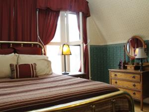 Deluxe Queen Room with Shower - Jefferson