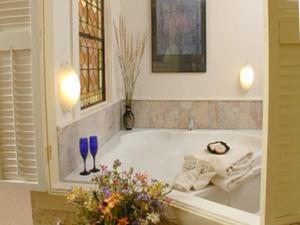 King Suite with Spa Bath - Kinsman