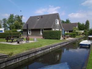 De Sloothaak, Holiday homes  Giethoorn - big - 3