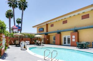 Photo of Howard Johnson Inn San Diego Sea World