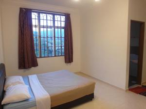 Jasmine Crown Imperial Court 3 Rooms Apartment