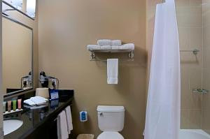 Quadruple Room with Bathtub - Disability Access/Non-Smoking