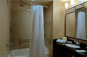 King Room with Shower - Non-Smoking