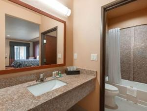 Deluxe Queen Suite with Two Double Beds - Disability Access - Non-Smoking