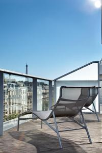 King Room - Balcony with view on Eiffel Tower View (Free Wi-Fi)