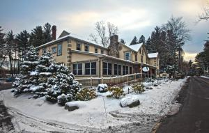 Photo of Woodfield Manor Resort