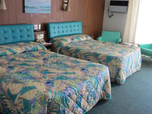 Double Room with Two Double Beds and Water View