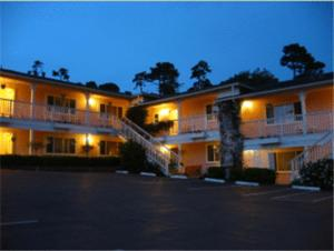 Carmel Inn & Suites
