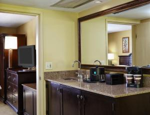 Suite with Double Beds - Mobility/Hearing Access/Roll-In Shower