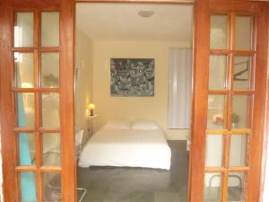 Double Room with Private Bathroom Blue Room