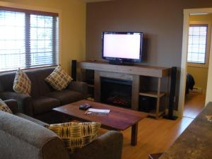 Two-Bedroom Apartment – Aspen Fifteen – Unit 15
