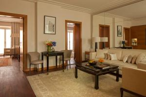 Four Seasons Executive King Suite