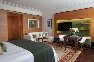 Four Seasons King Junior Suite