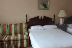 Double Queen Beds Room