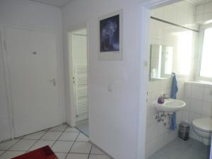 Double Room with Shared Bathroom in Hallway