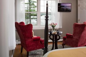 Queen Room - Sebago Lake Room