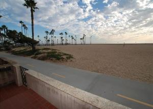 Oceanfront 2 Bedroom Condo   Near Balboa Pier   Unit A