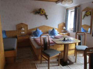 Landhaus Neubauer - Zimmer, Bed and breakfasts  Millstatt - big - 2