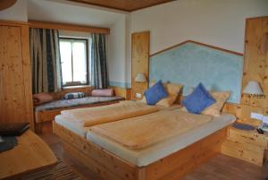 Landhaus Neubauer - Zimmer, Bed and breakfasts  Millstatt - big - 11